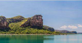 Regent tender under King George falls - Kimberley Expeditions